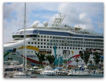 Cruise Ship Vacations - NCL Dawn in Bermuda
