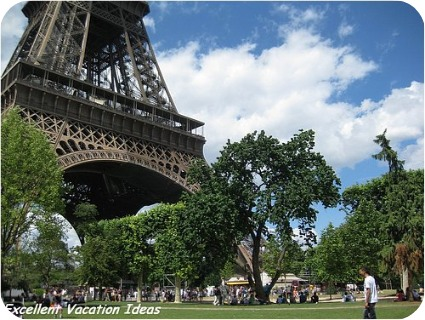 Pictures of the Eiffel Tower