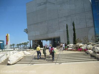 Free Travel Videos: Dali Museum St Petersburg