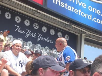 Feel the love between the New York Yankees and Mets fans