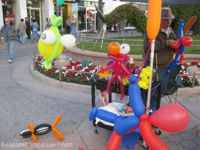 Ballons for the Kids on The Third Street Promenade Santa Monica